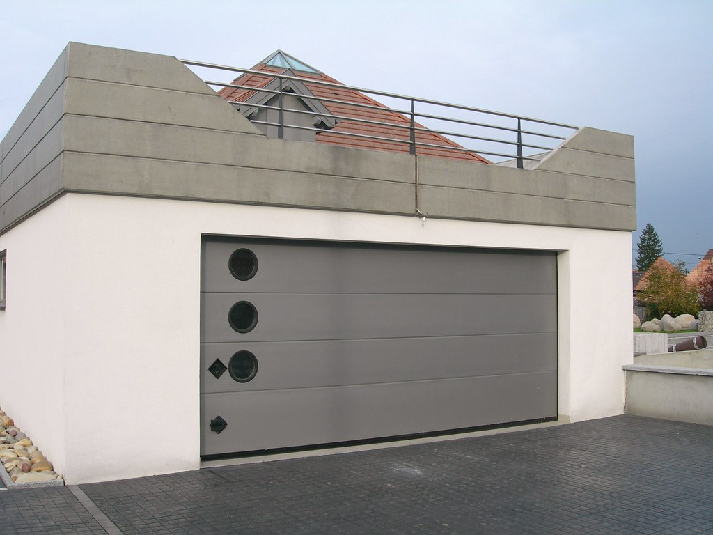 Porte sectionnelle breda persus ral 9007 for Appoggiarsi all aggiunta al garage