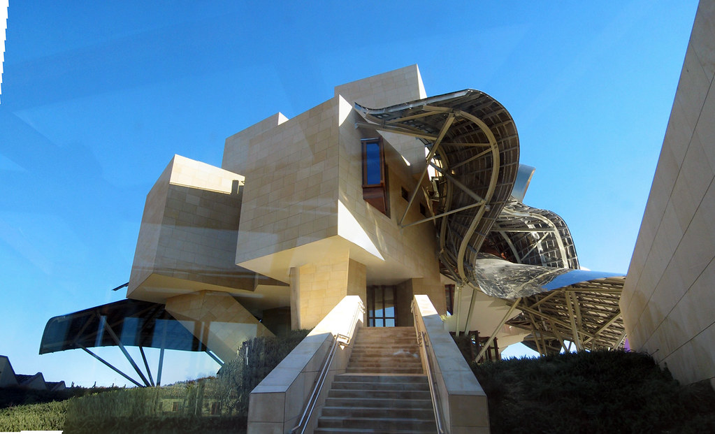 Marques de riscal frank gehry bodegas marques de for Bodegas marques de riscal