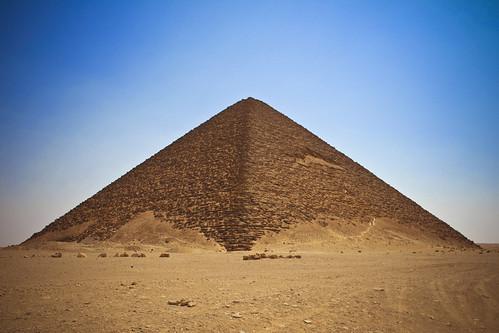 Red And Black 3d >> La pirámide roja | The red pyramid - View On Black Tuve la o… | Flickr