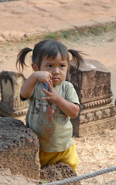 enfant du cambodge le cambodge ne s 39 est pas encore relev flickr. Black Bedroom Furniture Sets. Home Design Ideas