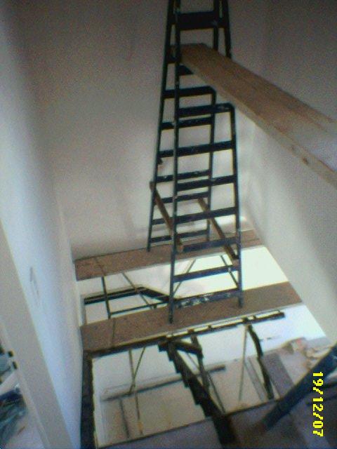 Andamio peligroso el andamio mas seguro del mundo so flickr - Huecos de escalera ...