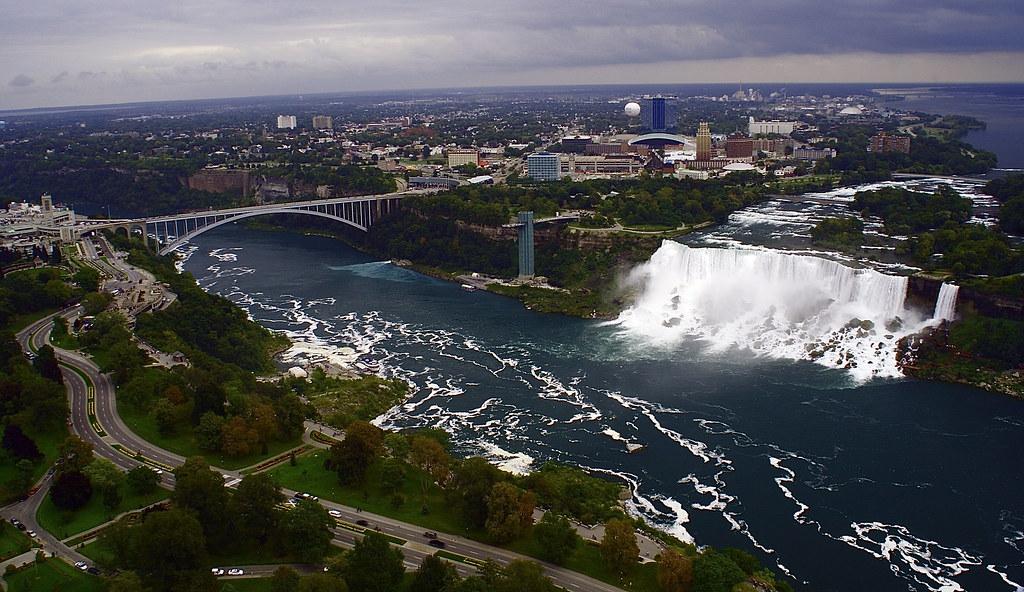 Niagara Falls, Canada Border crossing to USA   Cataratas ...