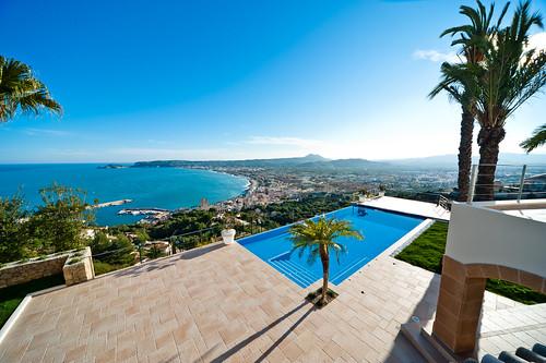 Piscina infinity piscina infinity con vistas al mar for Gunitec piscinas