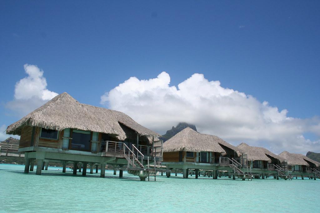 Overwater bungalows in bora bora duncan rawlinson for Bungalows flotantes en bora bora