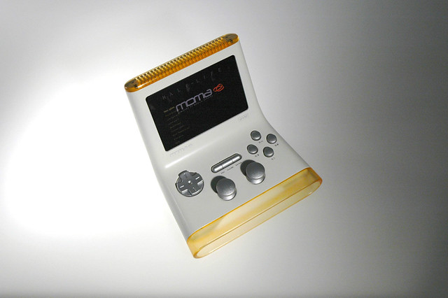 Moma mobile gaming console top view moma mobile gaming for Console mobile