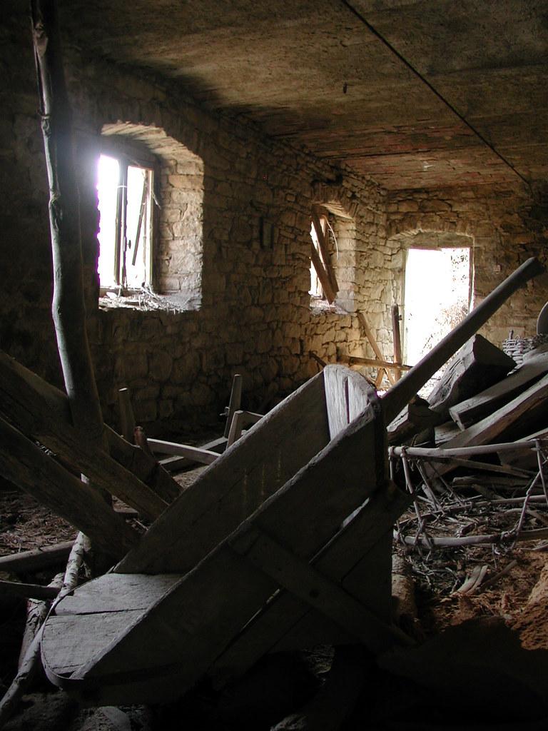 L 39 interno di una casa contadina abbandonata in fretta 40 for Interno help