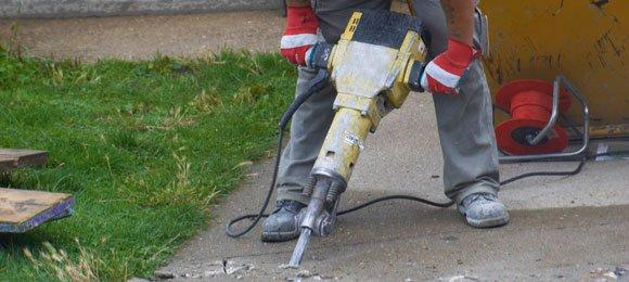 Thi công đục phá bê tông bằng máy