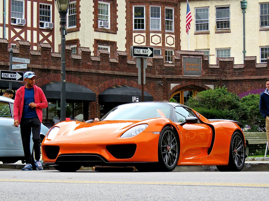 Porsche 918 Weissach Orange 4
