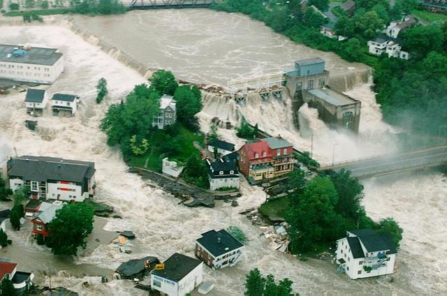 Chicoutimi juillet 96 la petite maison blanche en haut for A la maison blanche