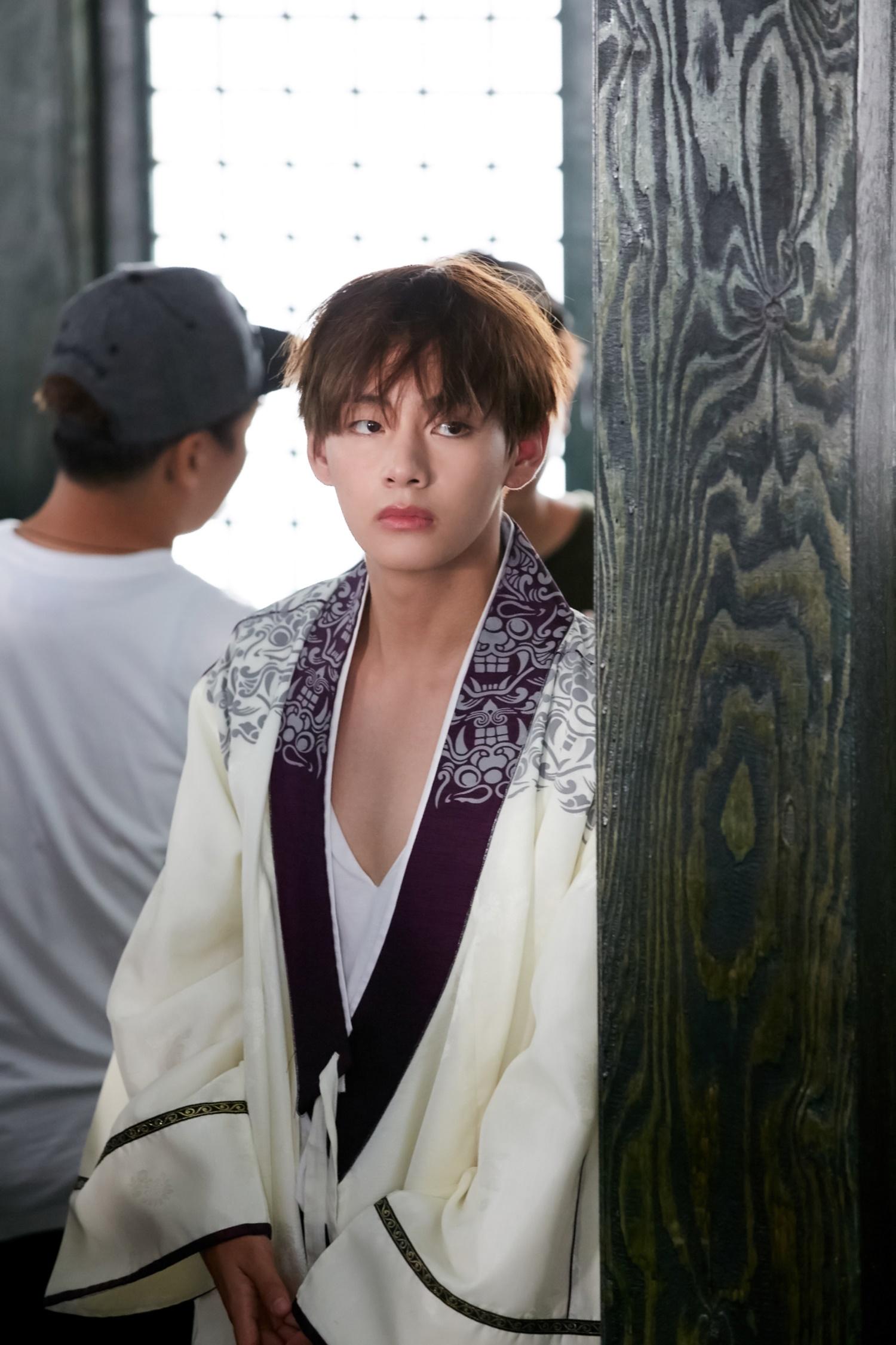 Picture] Kim Taehyung (BTS V) at Hwarang [170219] |