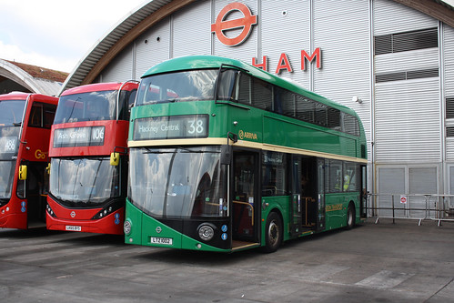 Arriva London North LT2 LTZ1002