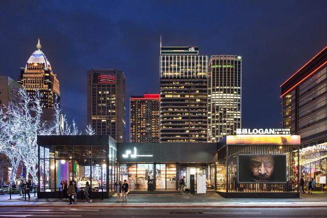 #MercedesBenzPopUpTaipei 品牌概念館為迎接好萊塢電影《羅根》於館內舉辦電影攝影特展。