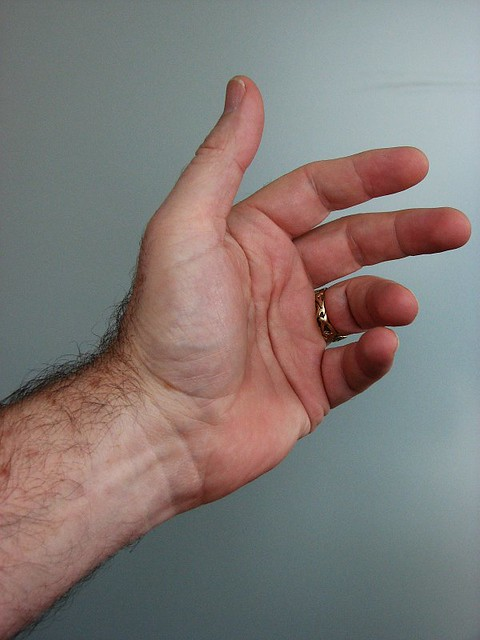 Pain in left hand