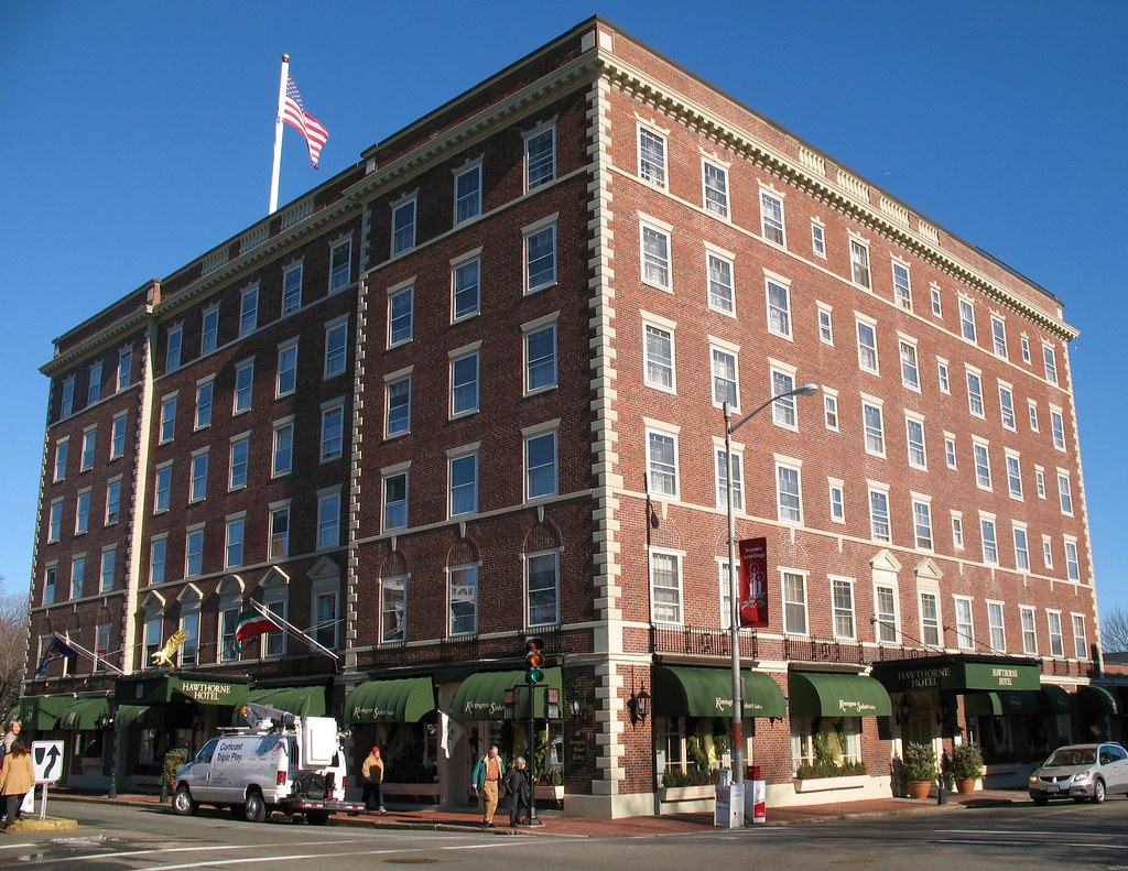Salem Or Hotel With Small Gathering Rooms