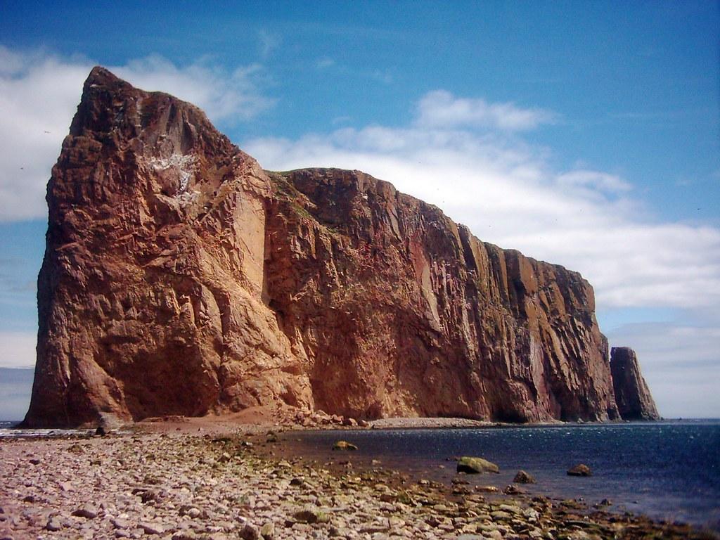 le rocher perc u00e9  u00e0 la mar u00e9e basse