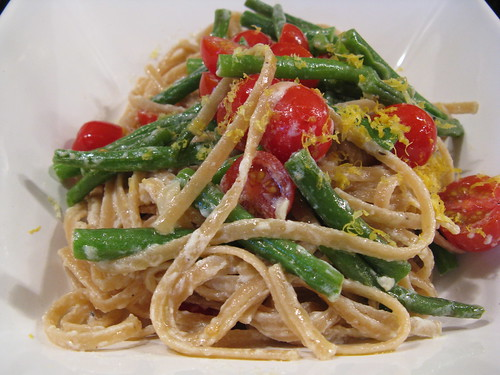 Whole-wheat linguine with green beans, ricotta & lemon | by katbaro
