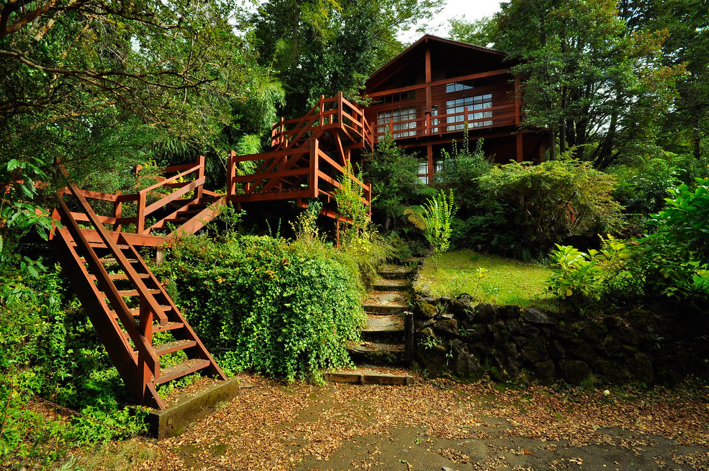 Casa de madera en medio del bosque nicolas penna flickr - Casa rural el bosque navaconcejo ...