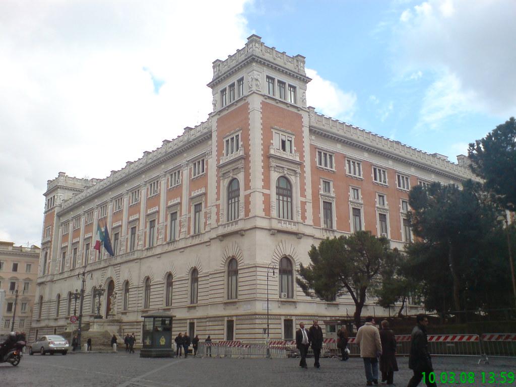 Roma parlamento piazza del parlamento edificio del for Roma parlamento