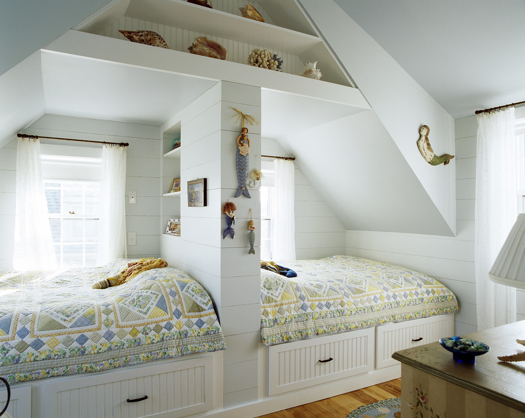 Girls Bedroom | This bedroom is shared by two sisters who ...