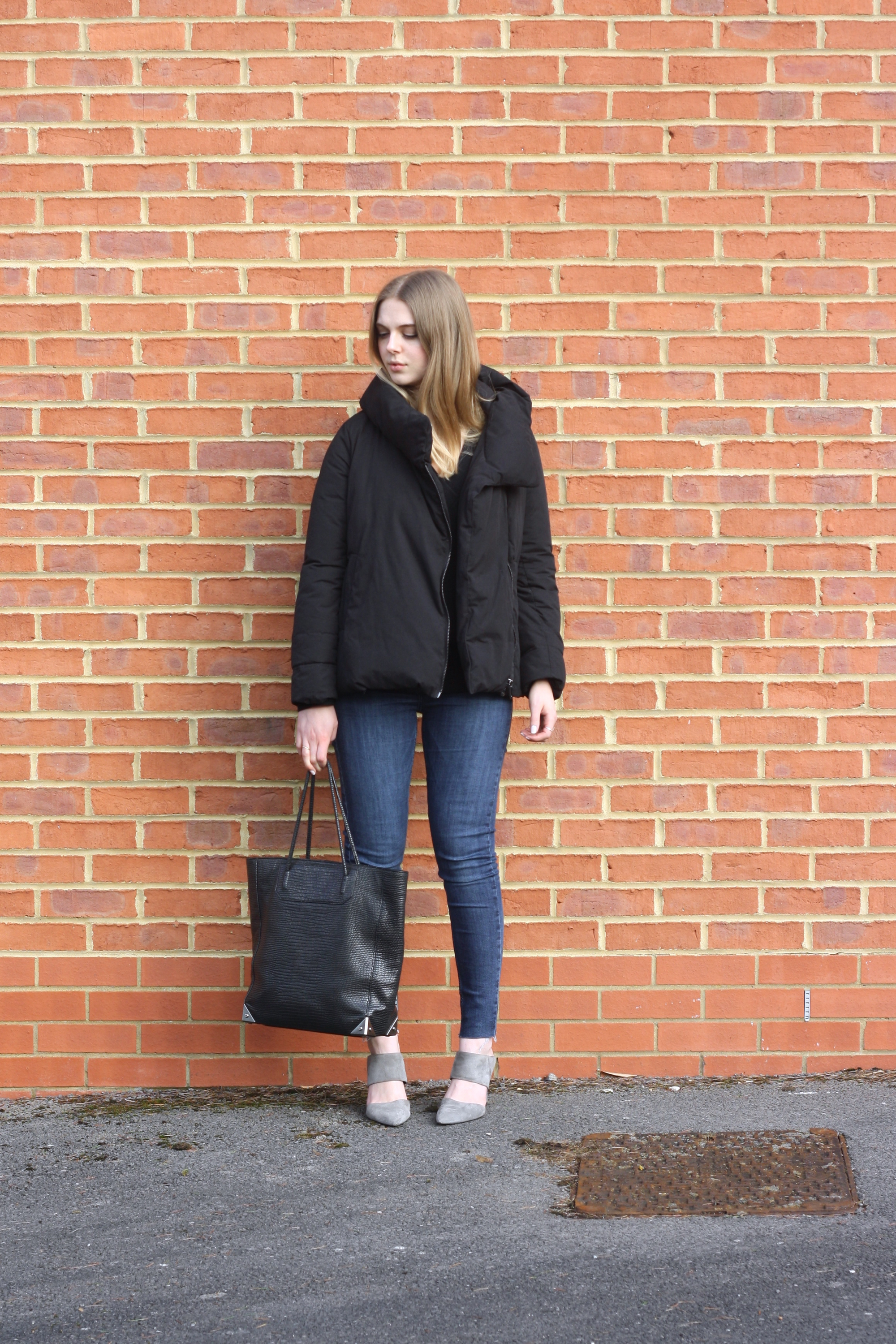 Topshop blue skinny jeans, & Other Stories black cashmere sweater and Zara black duvet jacket