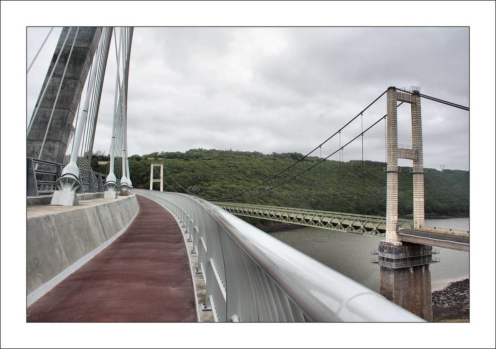 Ponts de t r nez a l 39 arri re plan l 39 ancien pont qui sera d flickr - Premier pont a haubans ...