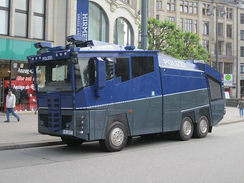 polizei wasserwerfer riot control truck dennis flickr. Black Bedroom Furniture Sets. Home Design Ideas