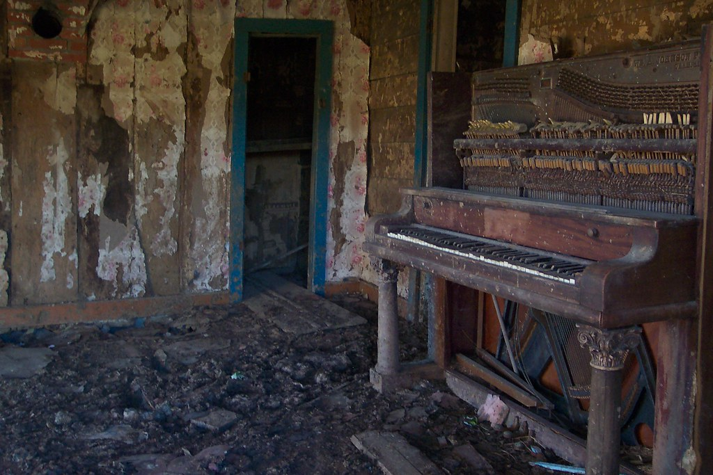 old piano side view this is a photo inside that old haun flickr. Black Bedroom Furniture Sets. Home Design Ideas