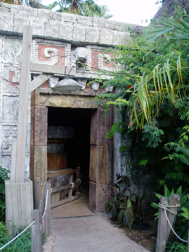 Wartebereich Templo Del Fuego Port Aventura Wartebereich Flickr