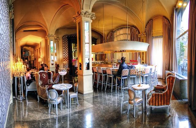 chez bon restaurant designed by monsieur starck paris. Black Bedroom Furniture Sets. Home Design Ideas