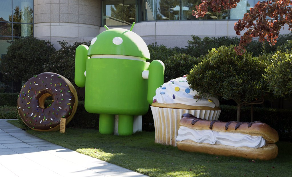 Google Android mascots | Google Android robot with his fiber… | Flickr