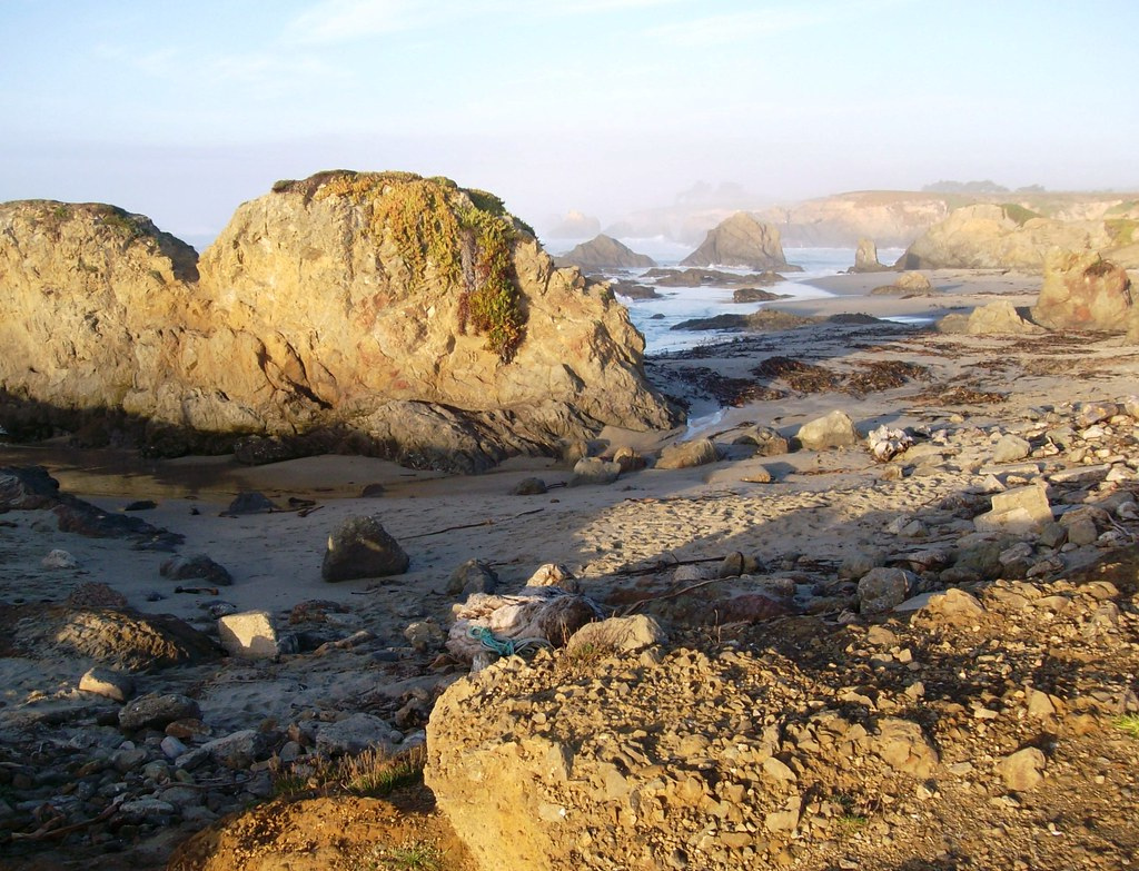 Rocks, sand and waves at Glass Beach near Fort Bragg, CA -… | Flickr