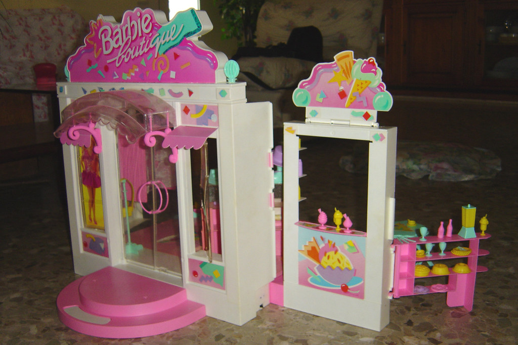 Boutique Barbie 1995 | Jessy C | Flickr: https://www.flickr.com/photos/paranoya86/2349659450