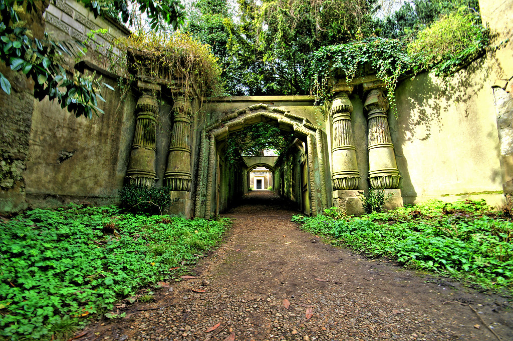 Egyptian Avenue - Highgate Cemetery - London