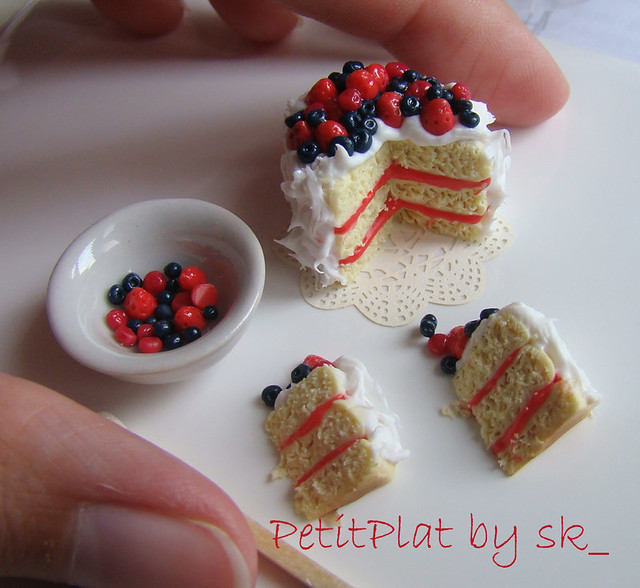 Dollhouse Miniature Food Berry Cake 1:12 My favourite ...