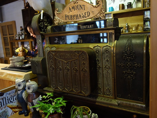原本以為是音樂盒,想不到是古董收銀機!@波提娜麗精品咖啡