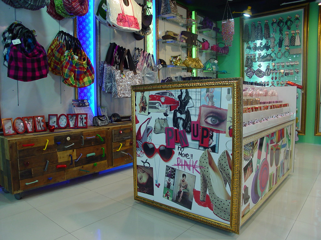 Mobiliario para accesorios dise o de boutiques tiendas mu for Muebles de diseno