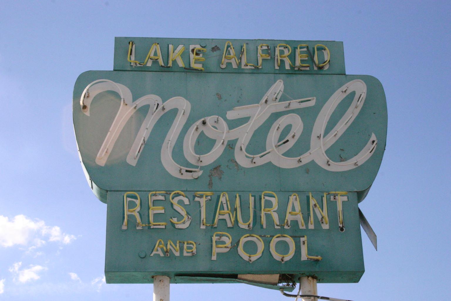 Lake Alfred Motel - Lake Alfred, Florida U.S.A. - January 10, 2008