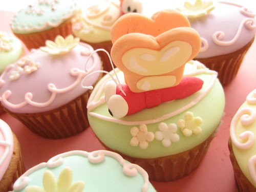 alice in wonderland cupcakes bread and butterfly | by hello naomi