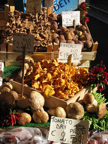 Mushrooms..mushrooms...and more mushroms, Venice Market | by One man's perspectives