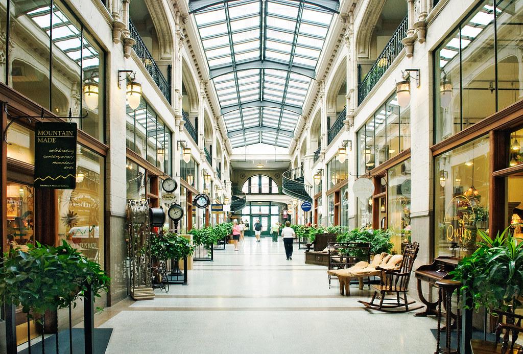 Home of all of your favorite stores like H&M, ULTA, Build-A-Bear Workshop, Vans, Torrid & More!