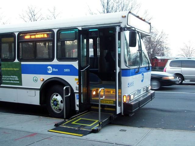 Q60 Jammed Lift On Sidewalk On Queens Blvd And 82nd Av 8 Flickr