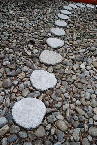 la voie de la sagesse des pierres pos es sur un galet et flickr. Black Bedroom Furniture Sets. Home Design Ideas