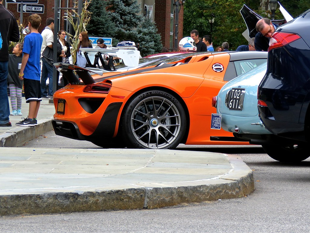 Porsche 918 Weissach Orange 15