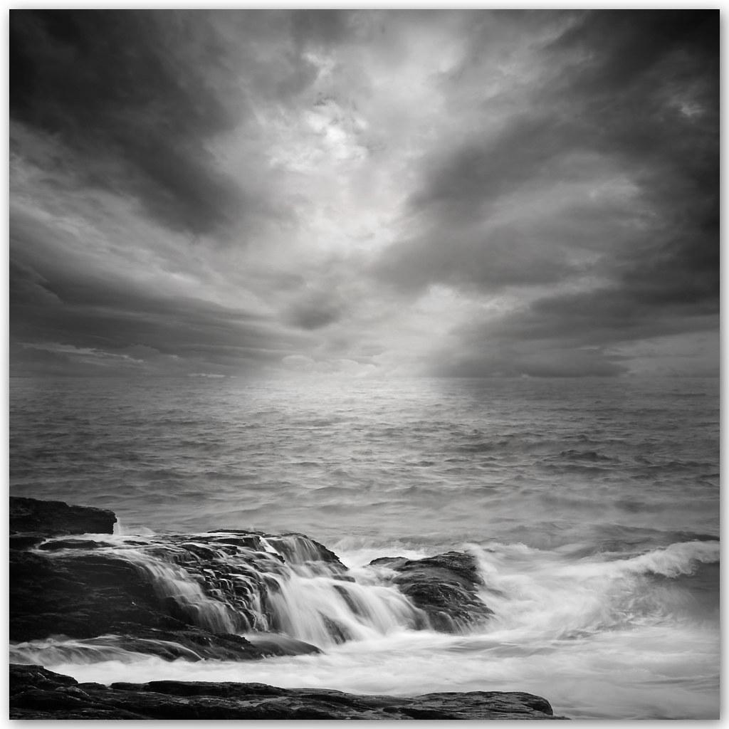 El Mar Triste   Palpita un mar de acero de olas grises