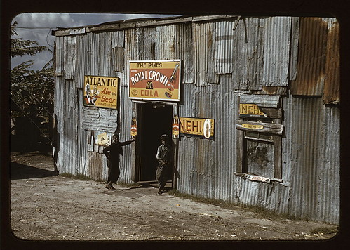 "Negro migratory workers by a ""juke joint"" (?), Belle Glade, Fla.  (LOC) 