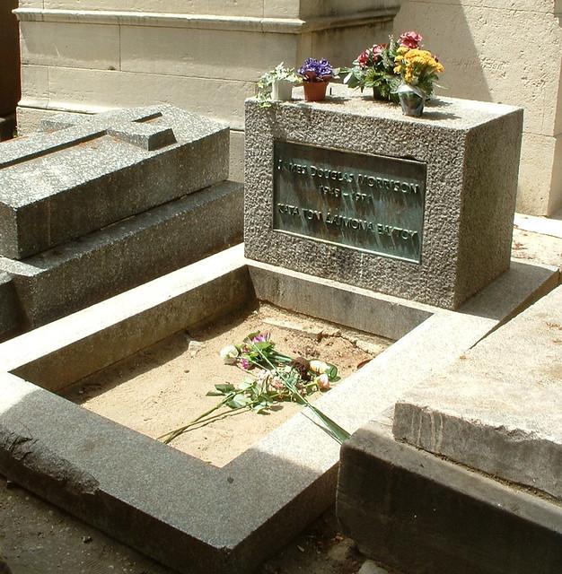 The Grave of Doors\u0027 frontman Jim Morrison Père-Lachaise Cemetery Paris. & The Grave of Doors\u0027 frontman Jim Morrison Père-Lachaise C\u2026 | Flickr