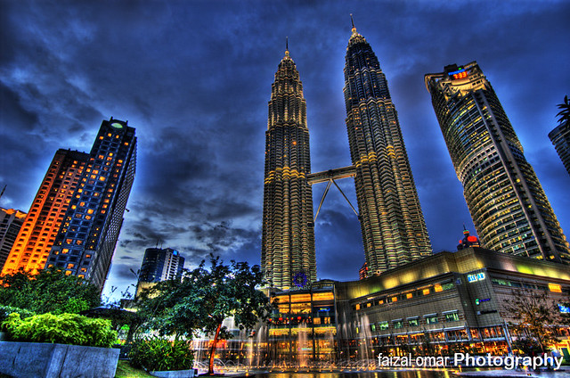 Petronas Twin Tower And KLCC | The world's tallest twin ...