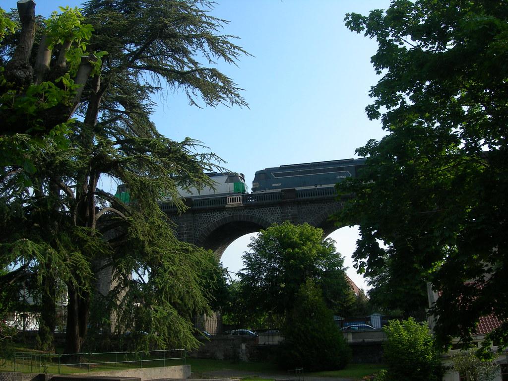 Royat le viaduc au bord du parc thermal la voie ferr e flickr - Maison au bord de la voie ferree ...