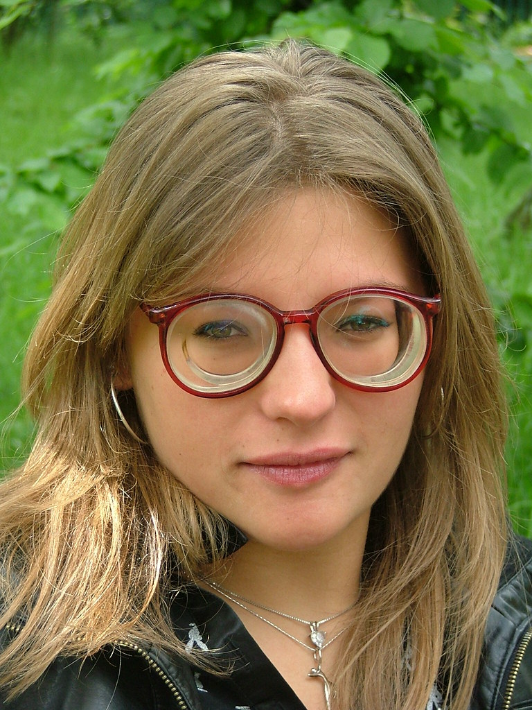 Girl With The Blog: Gael - A Hot Girl With Glasses