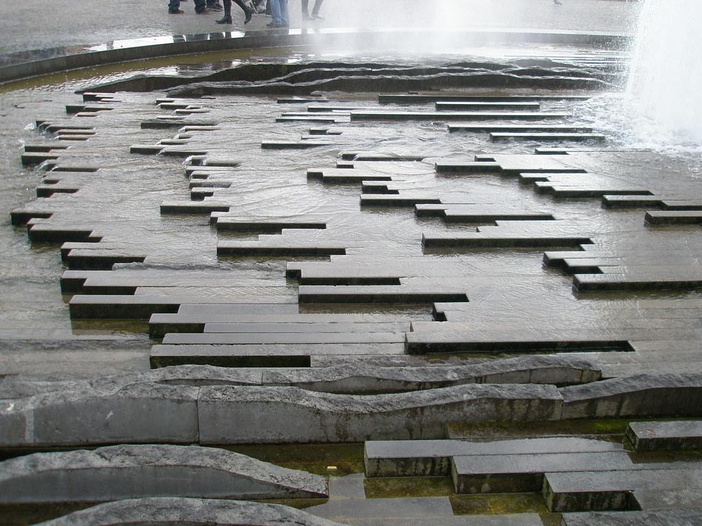 Hans loidl 39 moderner brunnen 39 39 modern fountain 39 lustgar - Brunnen modern ...